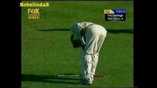 THE funniest cricket incident EVER, you will piss yourself laughing!!!!