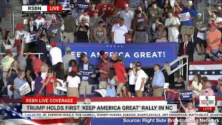 Trump Supporters Heckler with Giant 'Keep America Great' Banner