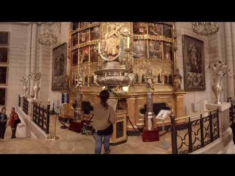 360 video: Almudena Cathedral, Madrid, Spain