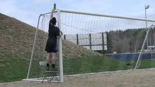 Прикольные трюки с футбольным мячом в исполнении голкипера