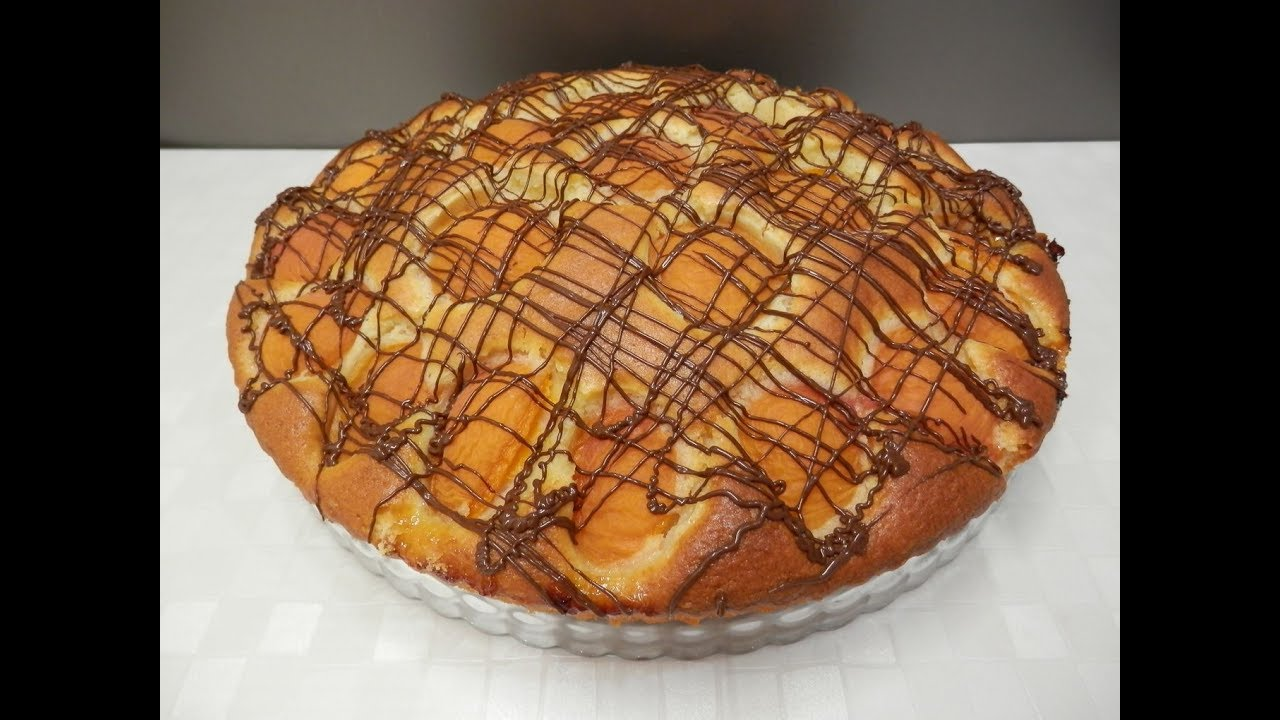 Хочу показать вам, как приготовить пирог на кефире и сметане.
