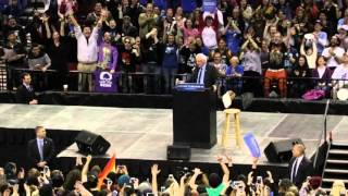 BERNIE SANDERS - Bird Lands on Sanders Podium at Portland, OR March 2016 Rally