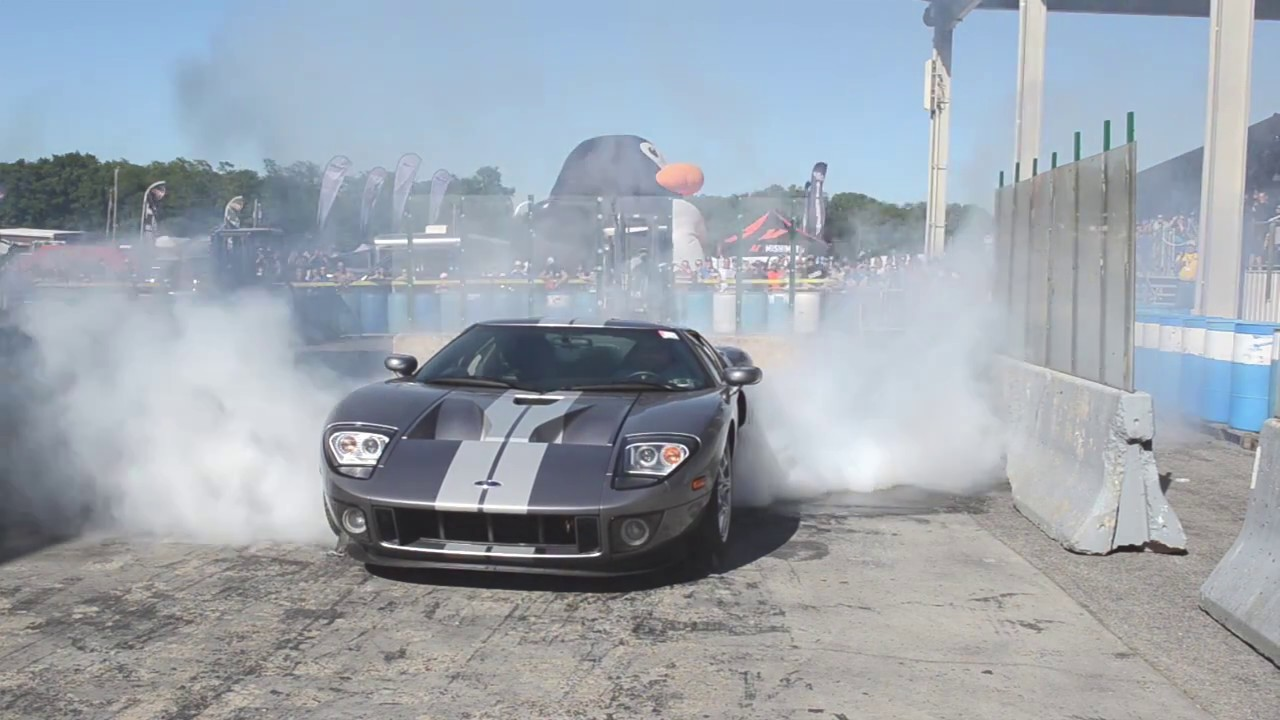 Ford Gt Burnout At  Carlisle All Ford Nationals