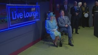 The Queen claps once for The Script at the BBC