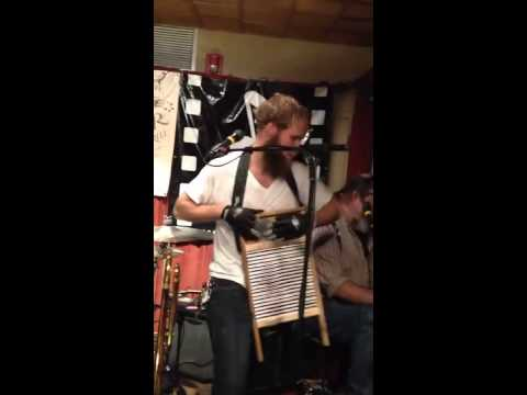 Greatest washboard player you ever did see