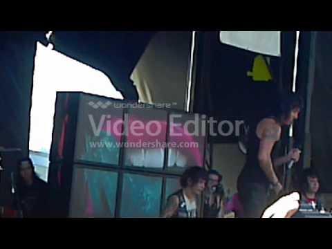 Warp Tour August 5, 2012 (Ronnie Radke shows his ass)