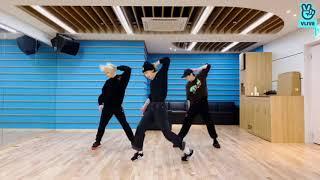Stray Kids Dance Racha Lee Know, Hyunjin, Felix dance to 'WOW' Unit song - SKZ Life cutwidth=