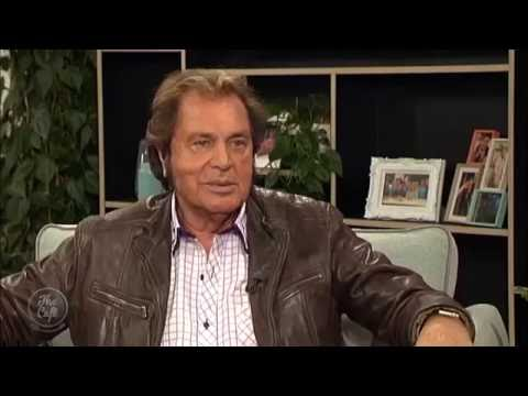Mike and Mel chat to the the legendary UK pop singer Engelbert Humperdinck