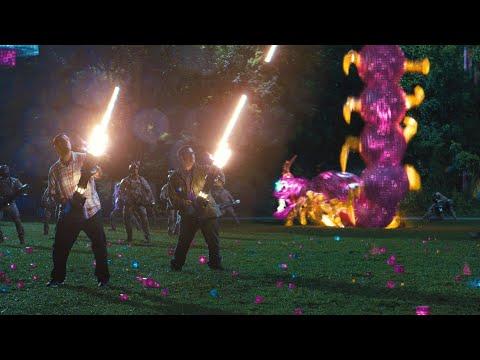 Сэм Бреннер и Ладлоу Ломонс против змейки! Пиксели 2015.