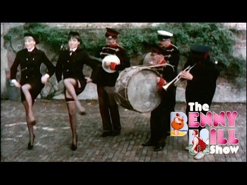 Benny Hill - Musical Mayhem (The Transistor Radio) (1976)