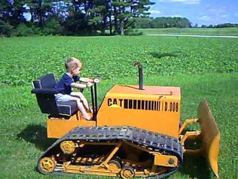 VIDEO: Toddler operates his Cat D8 homemade mini dozer like a boss