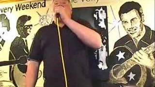 Thommo Singing I`d Never Find Another You Volunteer Pub