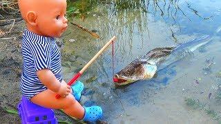 Кукла Беби Бон стала РУСАЛКОЙ Макс ловит рыбу Сериал Про кукол Поход с ночевкой в лес