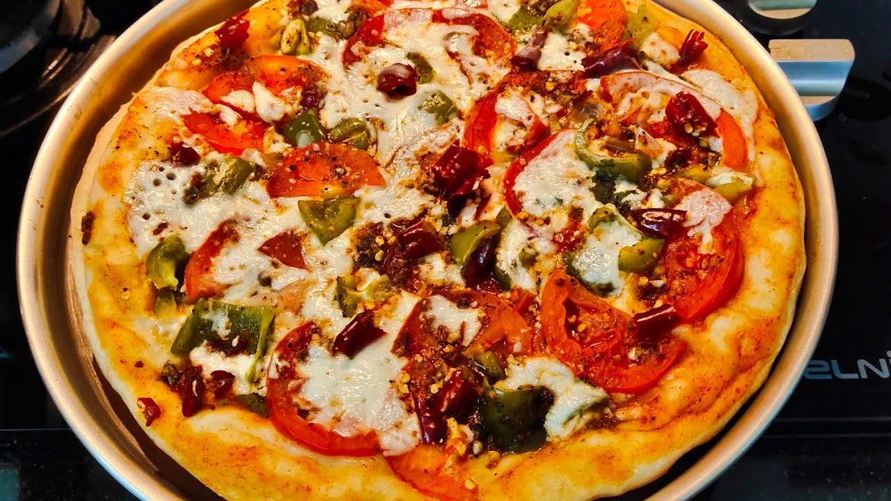 PIZZA/ഓവനില്ലാതെ കടയിൽ നിന്നു വാങ്ങുന്ന അതേ taste ൽ homemade pizza in pan/ Pizza in Malayalam