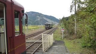 京都丹後鉄道丹後神崎駅「くろまつ」と「あかまつ」の列車交換