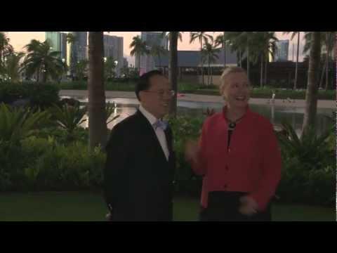 Hillary Clintons Hawaiian Surprise!