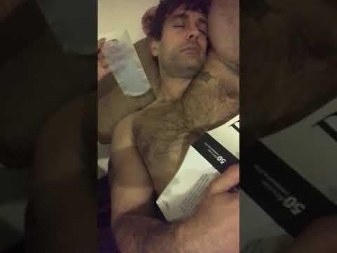 Serrath le arranca los pelos del pecho a Juan Carlos Lopez