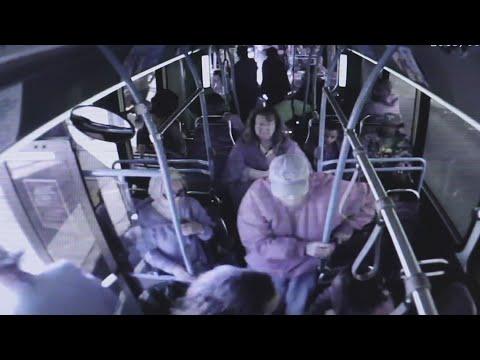 Agreden y tiran a un anciano de un autobús en Las Vegas