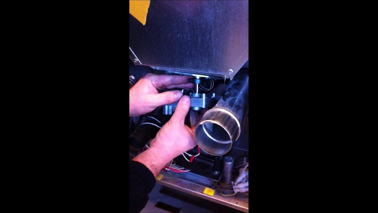 Sostituzione motoriduttore su stufa a pellet youtube for Parametri stufa pellet palazzetti