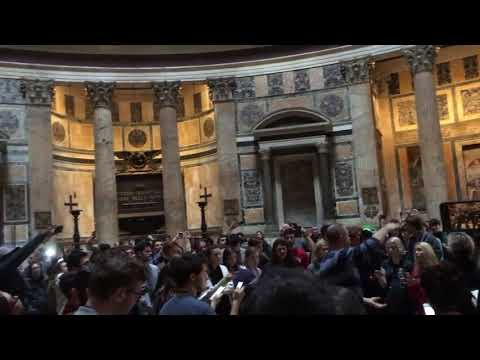 Davidson College Chorale sings Kyrie in the Roman Pantheon
