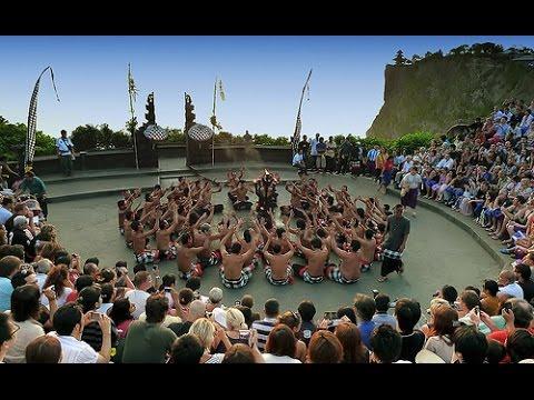 Kecak Dance In Uluwatu | TARI KECAK PURA ULUWATU PART 1