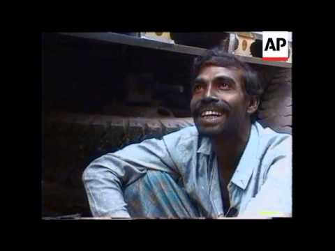 INDIA/BANGLADESH: TRUCK DRIVERS FORCED TO PAY PROTECTION MONEY