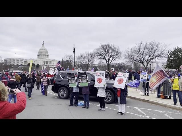 """1月6日华盛顿DC国会集会现场民众打出""""打倒中共恶魔""""(ENDCCP)的展板"""
