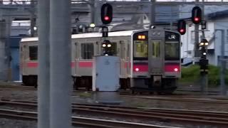 JR奥羽本線、横手駅を出発する701系電車