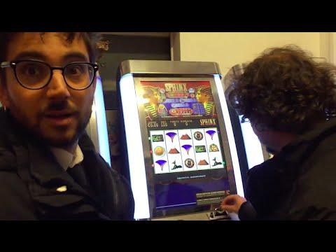 Slot Machine: come mai restiamo incollati?