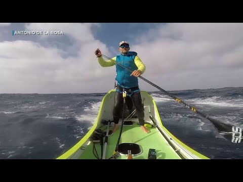 Man paddles 2,500 miles from California to Hawaii