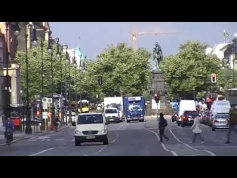 "Berlin: Die Prachtstraße ""Unter den Linden"" /  The boulevard ""Unter den Linden"""