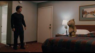 Качка побил плюшевый медведь — «Третий лишний» (2012) cцена 11/12 HD