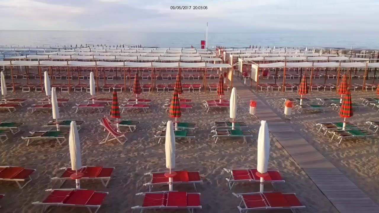 Spiaggia 53 Riccione Bagni Luciano e Renzo - YouTube