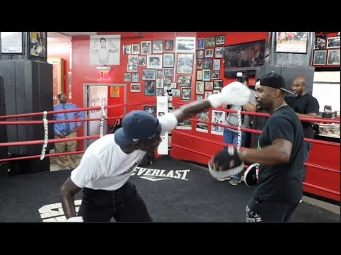 EXPLOSIVE! MAYWEATHER PROMOTIONS FUTURE STAR RICHARDSON HITCHINS SMASHES THE PADS IN NYC
