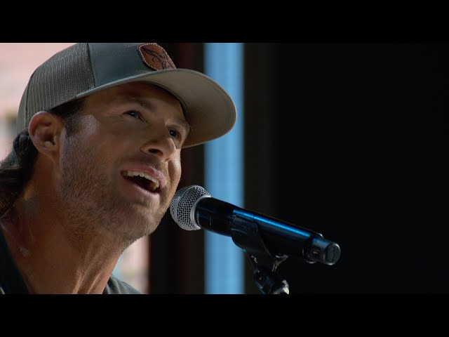 Riley Green - I Wish Grandpas Never Died (Live From the 55th ACM Awards)