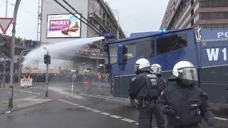 Wasserwerfereinsatz - 21 Verletzte bei HoGeSa + Gegendemos in Köln am 25.10.15 + O-Ton