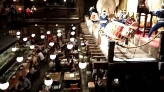 鬼太鼓座組合的表演包括傳統打擊樂鼓為主奏樂器(太鼓),輔以尺八(類...