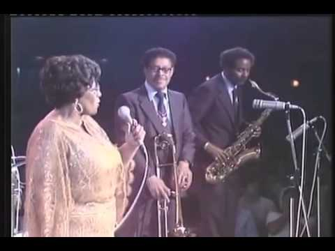 Countie Basie and Ella Fitzgerald - B and E   A tisket A tasket [Live]