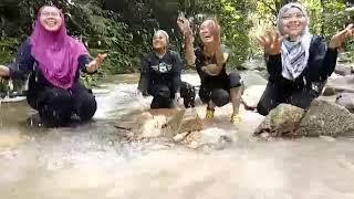 Download Video awek mandi sungai MP3 3GP MP4