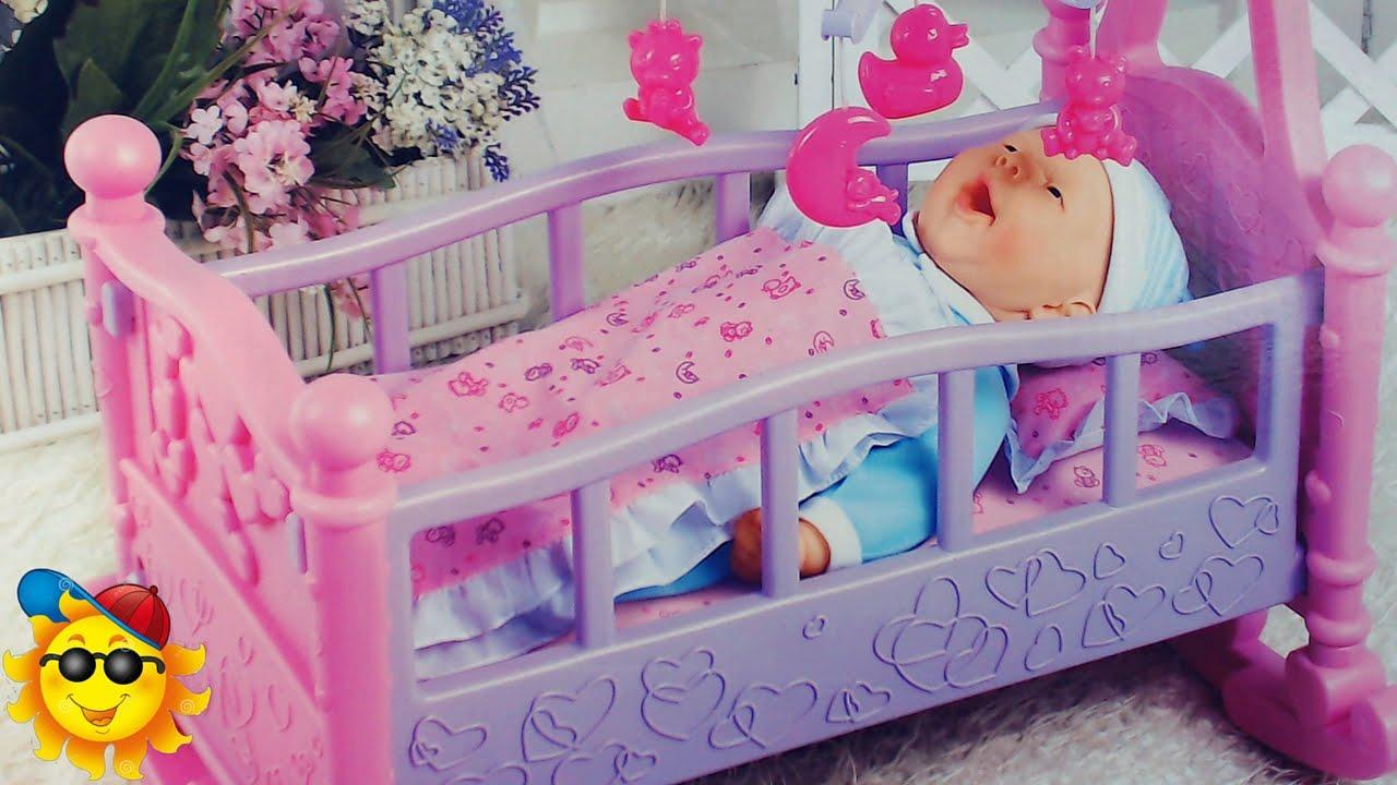 Bebe en su cuna juguetes de baby born youtube - Cuna de mimbre para bebe ...