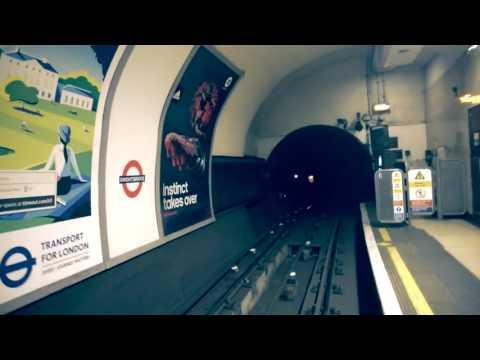 Videóra vették a londoni metró szellemét