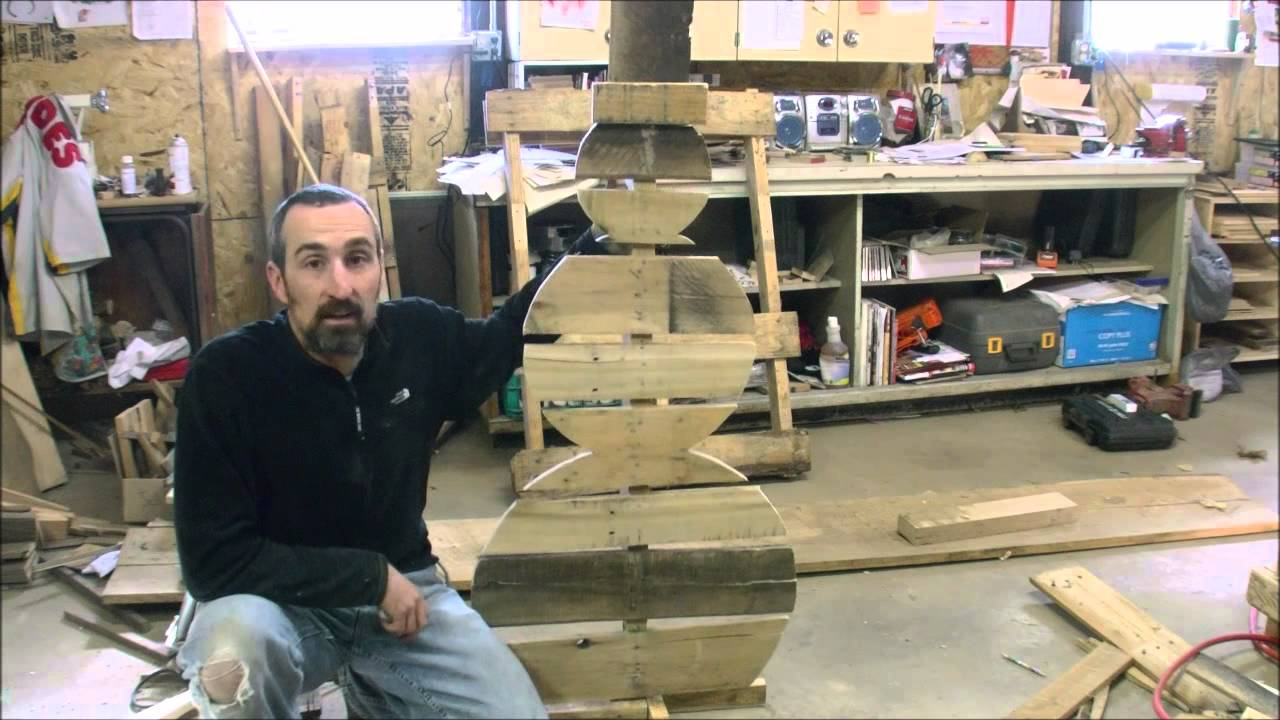 How to make a pallet snowman youtube for How to make a wood pallet snowman
