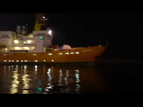 Identitarians block NGO ship in Catania - the Video