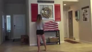 شاهد عندما دخل الاب الى غرفه ابنته ورأها ترقص ماذا فعل