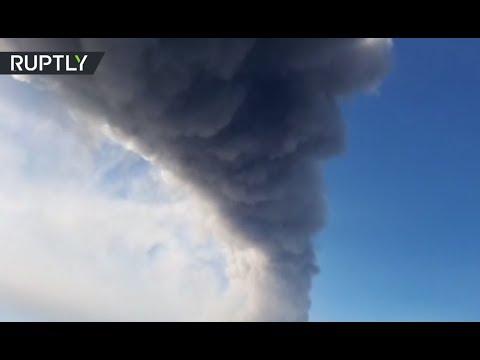 New fracture opens at Mt Etna, volcano erupts, burps ash & lava