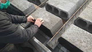 Zakładanie zaślepek do pustaków stropowych Imazon Plastic na budowie