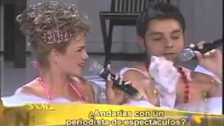 Niurka Marcos se le sube a Ricardo Casares en la tina