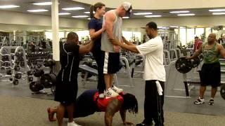 Hulk 2 people push ups