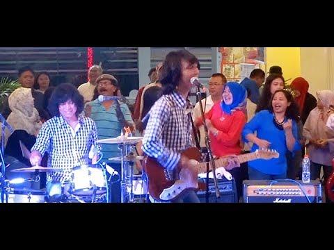 Jangan Putus Asa (Koes Plus) ★ Goyang Asyik Bareng T-Koes Band @ Plaza Blok M