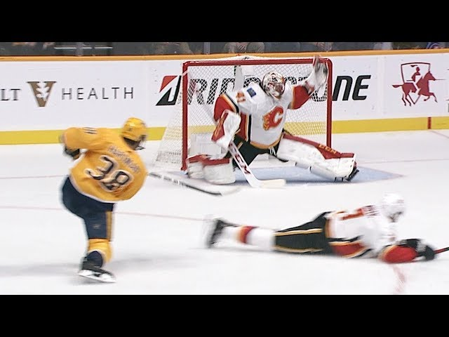 Mike Smith robs Ryan Hartman with his glove!